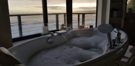 Bath with wonderful ocean view from Azure Wilderness Villa